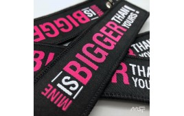 Porte clef PMS design « Mine is BIGGER than yours »